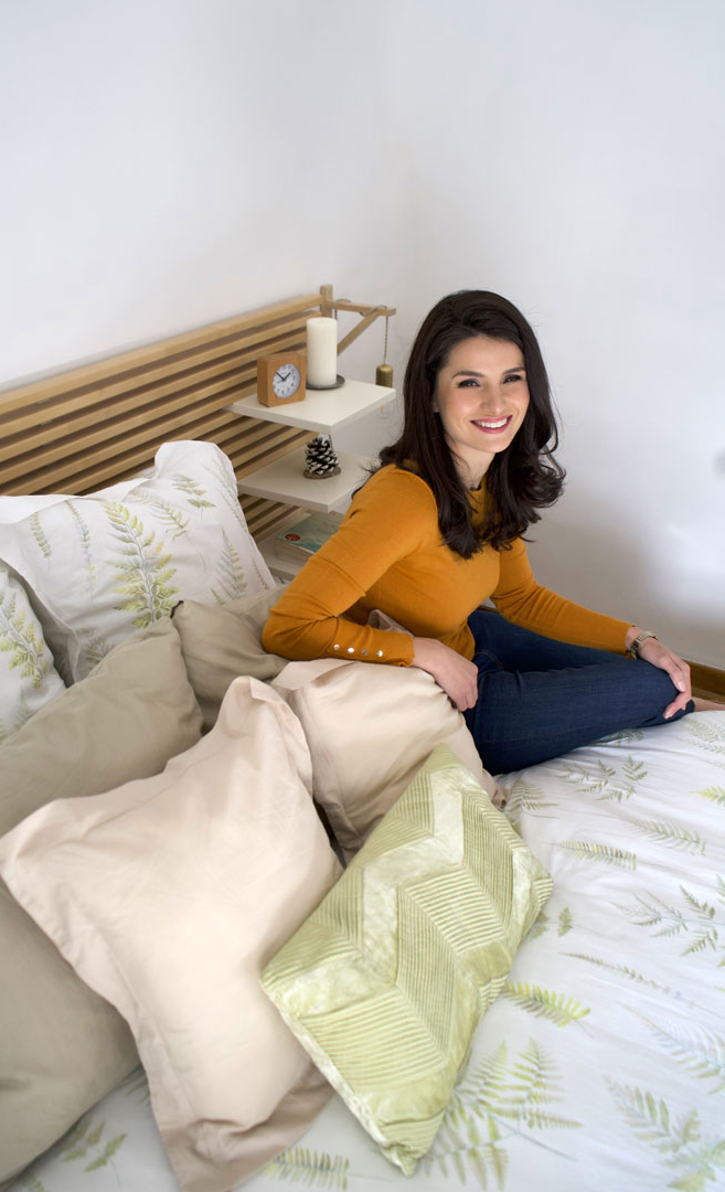 Ángela feliz cama